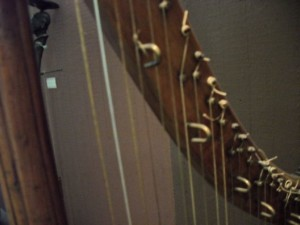 old hook harp closeup